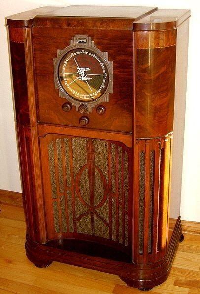 Pin By Geraldo Magela On Zenith In 2020 Vintage Radio Retro Radios Antique Radio Cabinet