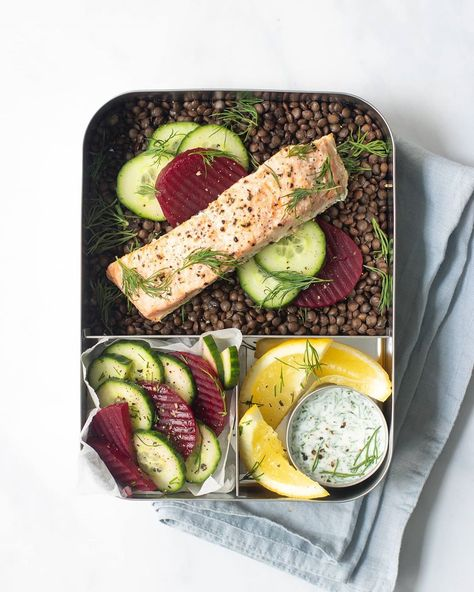 Lily Soutter (@Lily_Soutter_Nutrition) makes some of our favorite #LunchBots for adults. For this #LargeTrio, Lily made salmon, lentils, a cucumber and beetroot salad, and a yogurt with dill dressing in a 1.5oz Dip Container.