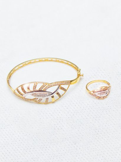 نصف طقم ذهب عيار 18 أسورة وخاتم نفس الشكل ذهب عيار 18 خصم 10 على المصنعية Jewelry Gold Gold Bracelet