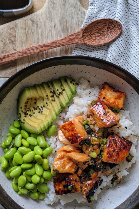 Salmon Sushi, Salmon Diet, Salmon Avocado, Salmon Meals, Salmon Poke, Salmon And Rice, Teriyaki Salmon, Marinated Salmon, Teriyaki Sauce
