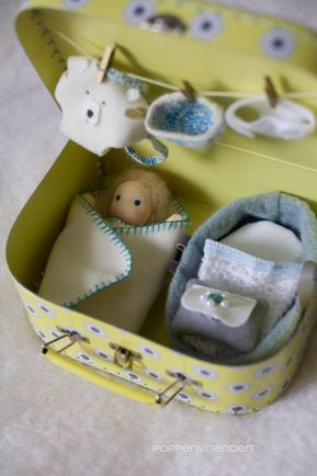 Wonderful photo tutorial on how to create a miniature waldorf doll head. via Rhythm & Rhyme: Crochet Root Babies ~ a tutorial and a giveaway tiny suitcase baby doll--this could be a fun craft to make a doll this size poppenvrienden - I want a box filled w Doll Crafts, Cute Crafts, Crafts To Make, Crafts For Kids, Tiny Dolls, Sewing Dolls, Child Doll, Waldorf Dolls, Fabric Dolls