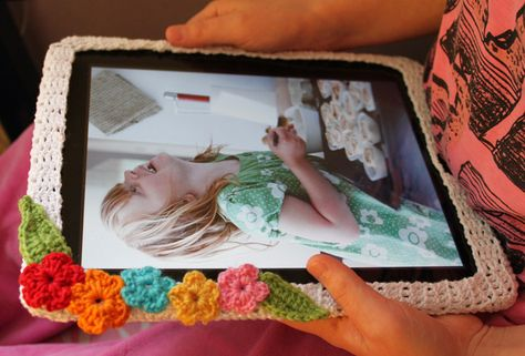 Hello Craft Lovers: Crocheted iPad Cozy. Not a pattern but a basic how it was made.
