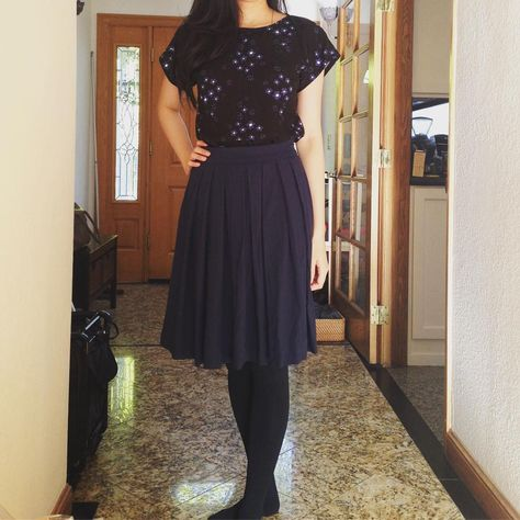 A very Sew Over It look today - bodice block top from Lisa's book Sew Over It Vintage and a Lizzie Skirt in mid weight rayon crepe!