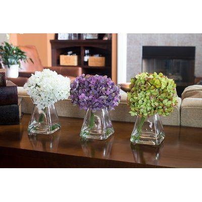 Hydrangea Floral Arrangement In Vase In 2020 Floral Arrangements Hydrangea Vase Vase Set