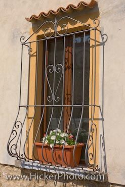 I Am Totally Putting A Flower Box Within The Bars On My Windows It Will Be So Cute Of Course Th Ventanas Coloniales Ventanas Para Casas Verjas Para Ventanas