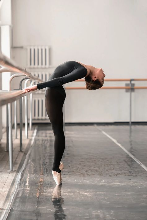 Photography Quotes :Dance plays an important role in life - Page 44 of 66 - Quotes Daily Ballet Photography, Photography Poses, Alo Yoga, Power Yoga, Ballet Style, Belly Dancing Classes, Ballet Clothes, Dance Academy, Yoga Poses