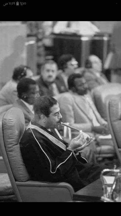 في القمة العربية في المغرب سنة 1985 وضعت أمام كل رؤساء الدول علامة ممنوع التدخين قام صدام حسين بسحب سيجار ليدخن Old People Love Photo Ideas Girl Old Egypt