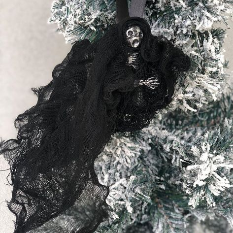 "AlexEtsy on Instagram: ""🎄🌲🦉🧙🏻‍♀️⚡️Christmas tree idea inspired by the Harry Potter series #christmasdecor #harrypotterart #dementors #harrypotterau #christmasideas…"""