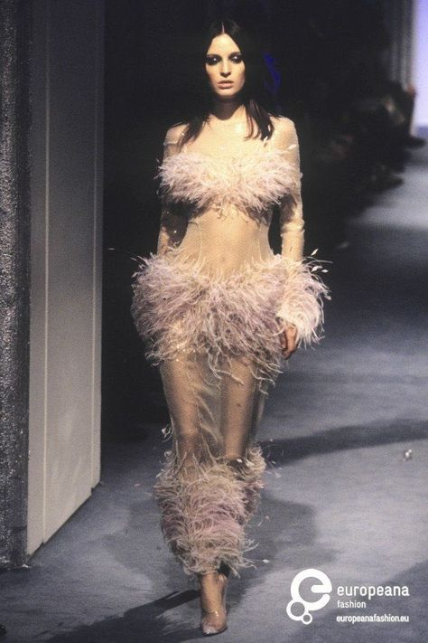 A look from the Thierry Mugler, Spring/Summer 1998 Haute Couture collection.
