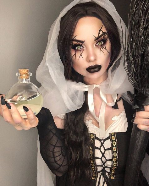 """13 Witch Makeup Looks Bewitching """"It"""" Girls Are Wearing This Halloween Hexen Make-up, Salem He Simple Witch Makeup, Pretty Witch Makeup, Witchy Makeup, Unique Halloween Makeup, Halloween Makeup Witch, Halloween Makeup Looks, Scary Makeup, Halloween Night, Gothic Halloween"""