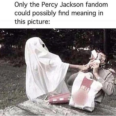 Percy Jackson Fandom strikes again Dieing from laughter and Nico di Angelo resurrects me! Percy Jackson Fandom, Percy Jackson Memes, Percy Jackson Books, Percy Jackson Crossover, Percabeth, Solangelo, Magnus Chase, Frank Zhang, Jason Grace