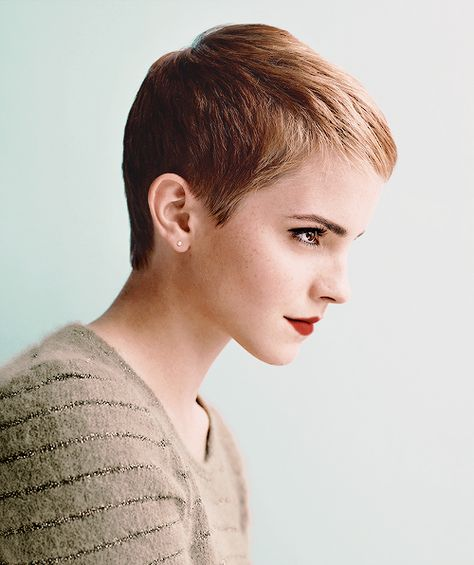 """Emma Watson """"I'm a multidimensional person and that's the freedom of fashion: that you're able to reinvent yourself through how you dress and how you cut your hair or whatever"""". Pixie Cut Styles, Short Hair Styles, Pixie Cuts, Pixie Hairstyles, Pixie Haircut, Pixie Cut For Kids, Emma Watson Sexiest, Short Hair Cuts, Short Pixie"""