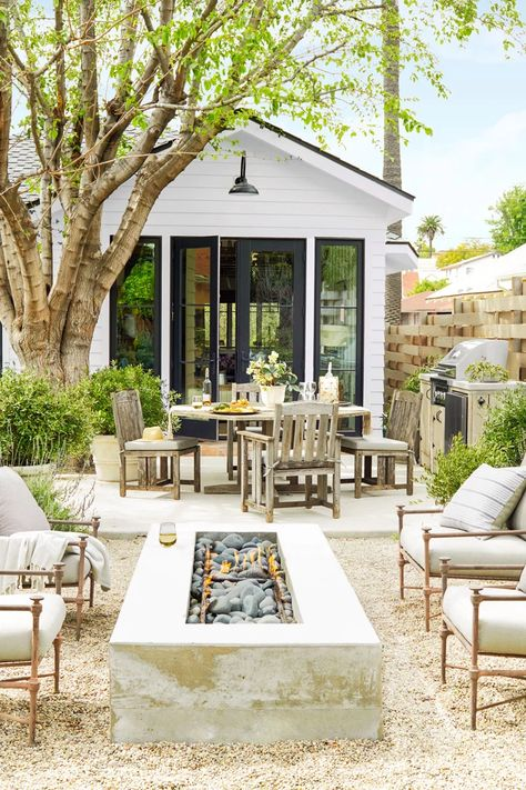 You Have to See This Stunning Bungalow Transformation Interior designer Rosan Beltran takes us through the complete renovation of her 1936 Craftsman bungalow in Los Angeles. Casa Patio, Craftsman Bungalows, Outdoor Rooms, Outdoor Kitchens, Outdoor Patios, Outdoor Patio Designs, Outdoor Living Spaces, Outdoor Gardens, Modern Outdoor Living