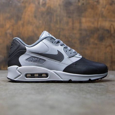 sale retailer 9a353 6bdba The Nike Air Max 90 Ultra SE Premium Men s Shoe updates an iconic profile  with premium construction for lasting comfort.Perforated synthetic leather  upper ...