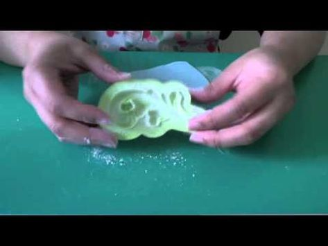 How to Decorate a Cake with Scroll Molds