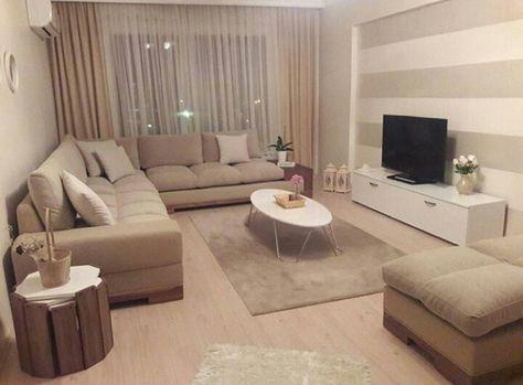 Wohnzimmer in weiß und beige gehalten - Home Entertainment System in - einrichtungsideen wohnzimmer beige