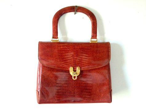 UNIQUE AND BEAUTIFUL    Mattaldi S.R.I.  Sarmiento 667    This is the only info I have for the purse. Its rare and from the 1950s I guess