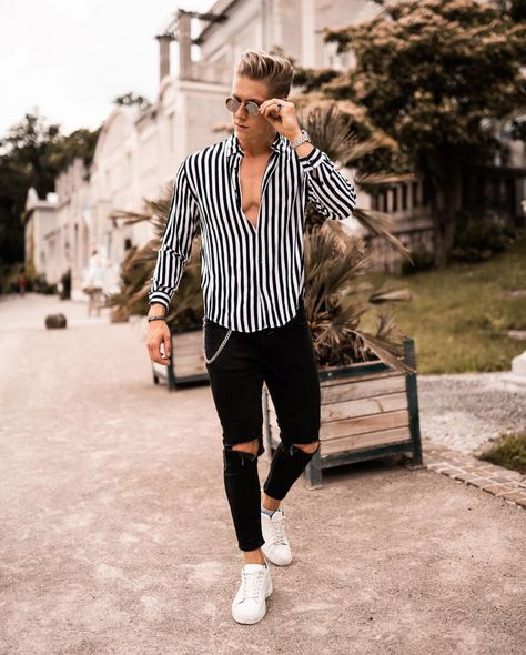 Stripes for the win. Summer Fashion Outfits, Cool Outfits, Casual Outfits, Men's Swimwear, Urban Fashion, Mens Fashion, La Mode Masculine, Men With Street Style, Herren Outfit