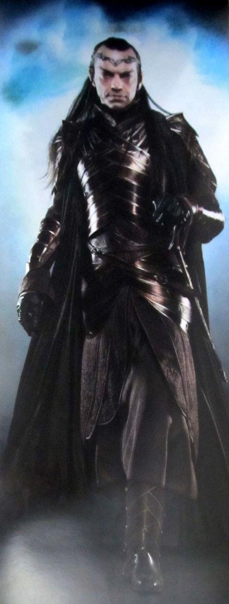 Hugo Weaving as Elrond (Hobbit)...full armor and crown? Strangeness....