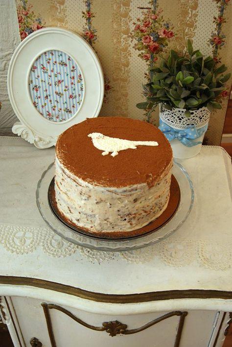 """""""Hummingbird"""" (Colibri) y la tarta esta hecha con piña, platano/bananas y pacanas (http://es.wikipedia.org/wiki/Pacana), con crema philadelphia, pacanas, sirope de arce y canela."""