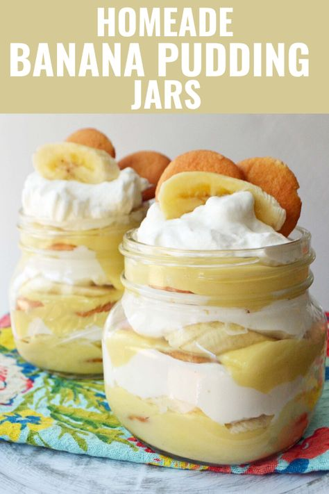 The best magnolia bakery copycat recipe. Layers of homemade vanilla bean custard, freshly whipped cream, and Nilla wafers.