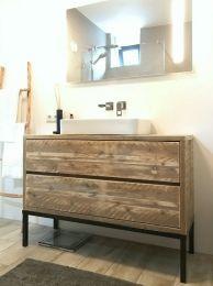 Badkamerkast Op Poten.Mooi En Praktisch Badkamermeubel Van Steigerhout Met 2