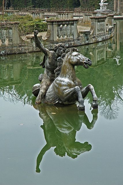 Statue At Neptune Fountain In Boboli Gardens At Palazzo Pitti Statue Sculpture Art Florence Italy