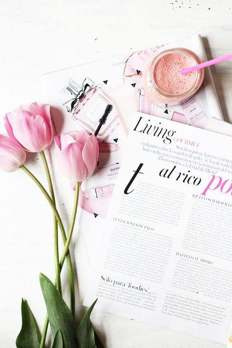 Pink Flat Lay photo inspiration | Flatlay photo ideas | Blog photography #strawberrybananasmoothie