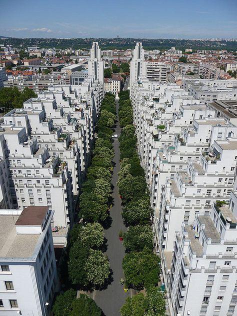 Tony Garnier, Quartier Gratte-ciel, Villeurbanne, Lyon. Présence de sanitaire