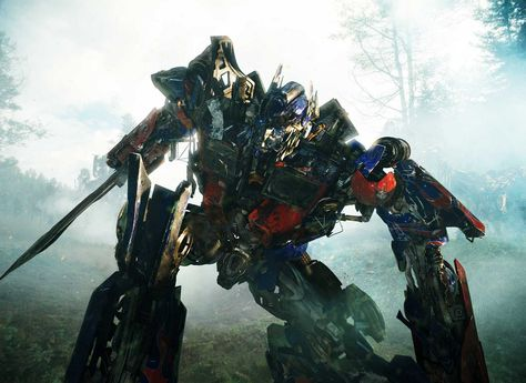 The-Autobot-Optimus-Prime-once-again-does-battle-with-the-Decepticons-in-Transformers-Revenge-of-the-Fallen.-Photo-Credit-Courtesy-of-Paramount-Pictures.-2009-DW-Studios-L.L.C.-and-Paramount-Pictures-Corporation.-All-Rights-R-34