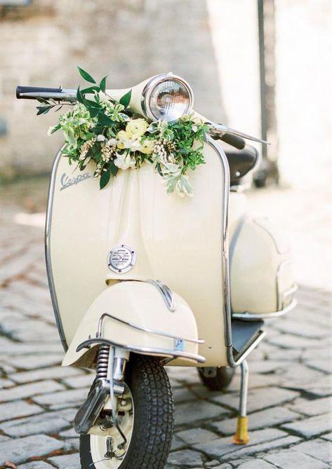 Piaggio Vespa, Lambretta, Vespa Scooters, Scooter Scooter, Vintage Vespa, Vintage Cars, Vespa Retro, Vintage Pink, Wedding Bible