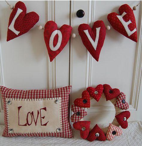 51 Valentine's Day Decoration Ideas – Valentine's Day Decoration – Valentine's Day … Saint Valentine, Valentine Day Love, Valentine Day Crafts, Holiday Crafts, Saint Valentin Diy, Valentines Bricolage, Fabric Hearts, Heart Crafts, Valentine Wreath
