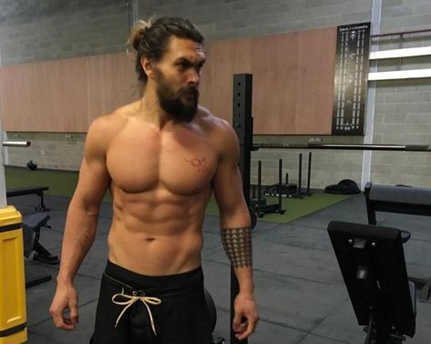 """known for his role as Khal Drogo on the HBO Hit, """"Game of Thrones"""", Jason Momoa put in some prep work for an upcoming role. Check out the workout routine he did. Jason Momoa Aquaman, Jason Momoa Conan, Jason Momoa Lisa Bonet, Jason Momoa Body, Jason Momoa Wife, Jason Momoa Hair, Jason Momoa Baywatch, Jason Momoa Shirtless, Khal Drogo"""