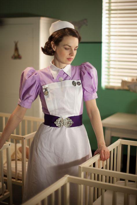 Syster Jenny är inte arg. Du kunde inte hjälpa att du kissade på dig. Men från och med nu har du BÅDE dag- och nattblöja.