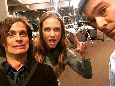 Find images and videos about celebrities, series and tv on We Heart It - the app to get lost in what you love. Criminal Minds Funny, Spencer Reid Criminal Minds, Criminal Minds Cast, Aj Cook, Dr Reid, Dr Spencer Reid, Ncis Los Angeles, Carrie Underwood, Greys Anatomy