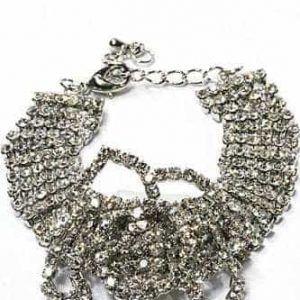 Kristallen Armband Met Bloem Design.Klik hier voor meer leuke armbanden.Shop alle musthave sieraden bij aphrodite. Gratis verzending en cadeau.  Klik hier om te shoppen :) Gratis verzending! #bracelet #armband #sieraad #sieraden #Jewellery #Jewelry #fashion #Kleding #inspiratie #Inspiration #fashionstyle #grotearmband #Minimalistischearmband #cuffarmband #subtielearmband #ibizaarmband #mooiearmband #Leukearmband #schmuck #aphroditesieraden #aphroditejewellery #aphroditejewelry
