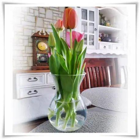 Szklany wazon na kwiaty