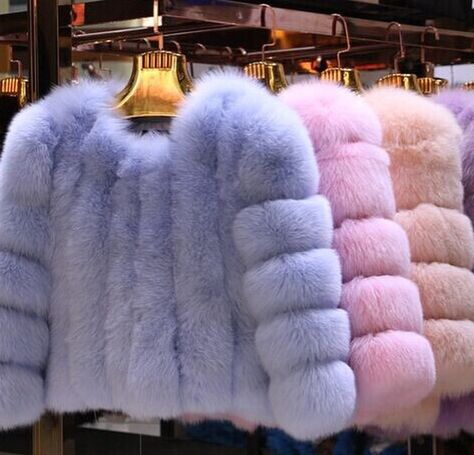 Pastel Faux Fur - Love the pink and purple - Mirella Fur Fashion, Look Fashion, Winter Fashion, Fashion Outfits, Womens Fashion, Daphne Blake, Chanel Oberlin, Chanel Outfit, Girly
