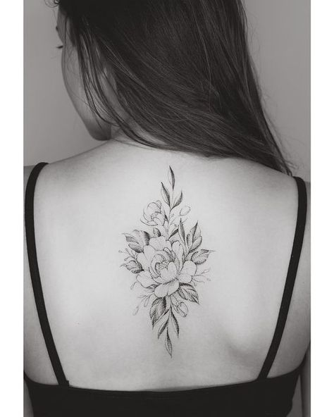 32 Extraordinary Floral Back Tattoo Ideas For Mature Women! - Page 4 of 32 - GetbestIdea