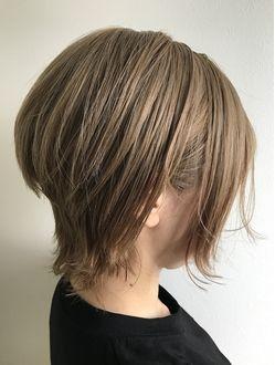 ウルフカット 髪型 ヘアスタイル ショートブロンドヘア