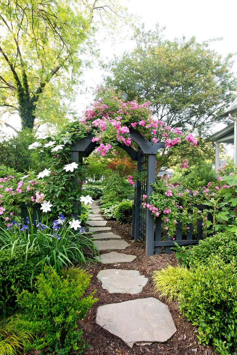 Flower Gardening for Beginners. Lovely Flower Gardening for Beginners. Ten Steps to Starting A Garden Garden Arbor, Diy Garden, Garden Projects, Walkway Garden, Shade Garden, Stone Garden Paths, Lush Garden, Front Porch Garden, Stone Paths