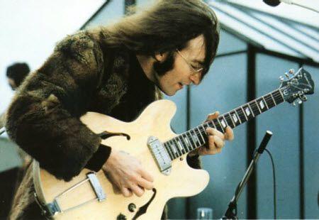John Lennon With His 1965 Epiphone E230td Casino Guitar Sanded The Beatles Vintageguitarsphotography The Beatles Live The Beatles John Lennon