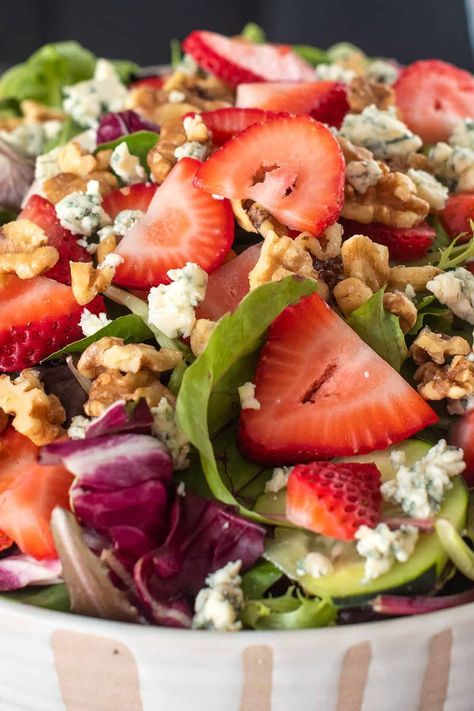 This Strawberry Spinach Salad with Rasberry Vinaigrette Dressing is healthy and refreshing for a light lunch salad. #saladrecipes #spinachsalad #healthyrecipes - #strawberryrecipes