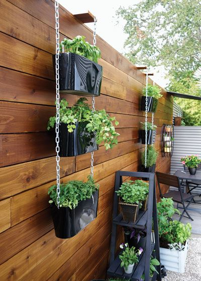 How To Garden In A Small Space Small Vegetable Gardens Vertical