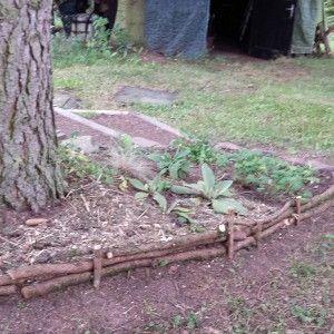 Beeteinfassung Mit Asten Einfach Selber Machen Naturzaun Garten Pflanzen