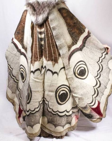 [OP's comment] Dye-painted wool felt cape, part of my emperor moth comission. Emperor Moth, Pretty Outfits, Cool Outfits, Character Outfits, Character Design Inspiration, Cloak, Fabric Painting, Costume Design, Wool Felt