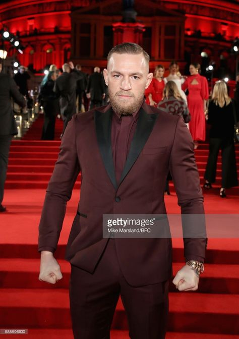 Conor Mcgregor Attends The Fashion Awards 2017 In Partnership With Conor Mcgregor Suit Conor Mcgregor Style Best Dressed Man
