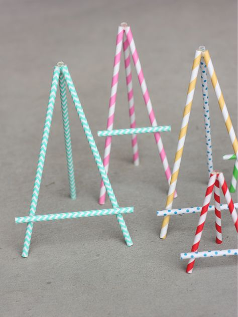 DIY Paper Straw Easel