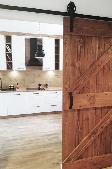 Kitchen Door Drzwi Do Kuchi Modern Kitchen Closed With Wooden Sliding Doors Woodendoorbarn Woode In 2020 Rustic Kitchen Design Wooden Sliding Doors Wooden Doors