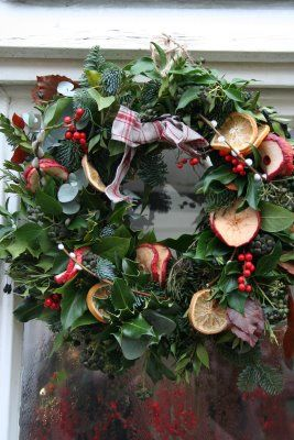 Miss Pickering: Christmas wreath with dried fruits